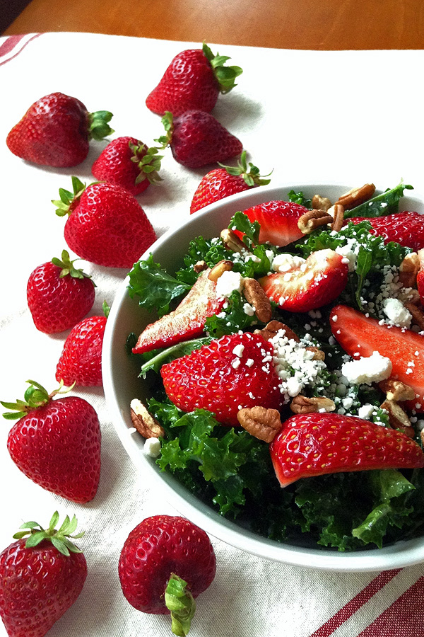 Kale Salad with Strawberries - Easy and tasty kale salad is a great way to get you vitamins. | tiaskitchen.com