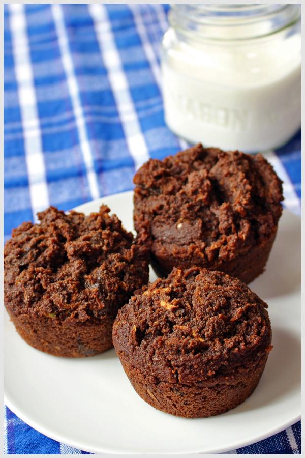 Chocolate Chocolate Chunk Zucchini Muffins are super yummy. | tiaskitchen.com