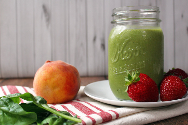 Summer Green Smoothie is an awesome way to start a lovely summer morning. | tiaskitchen.com