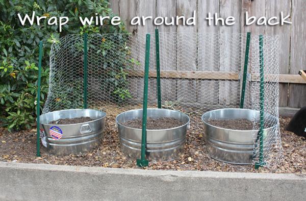 Squirrel-proof herb garden.   tiaskitchen.com/plant-herb-garden-keep-squirrels-out