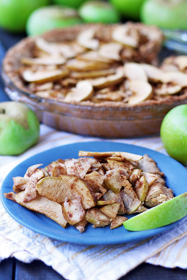 A fabulous and simple apple pie that is gluten free, dairy free and vegan. | tiaskitchen.com/apple-pie-recipe-gluten-free-dairy-free-vegan