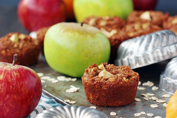 Pumpkin Apple Muffins scream autumn. Gluten free, dairy free and vegan. So easy to make and super yummy! | tiaskitchen.com/pumpkin-apple-muffin-recipe-gluten-free-dairy-free-vegan