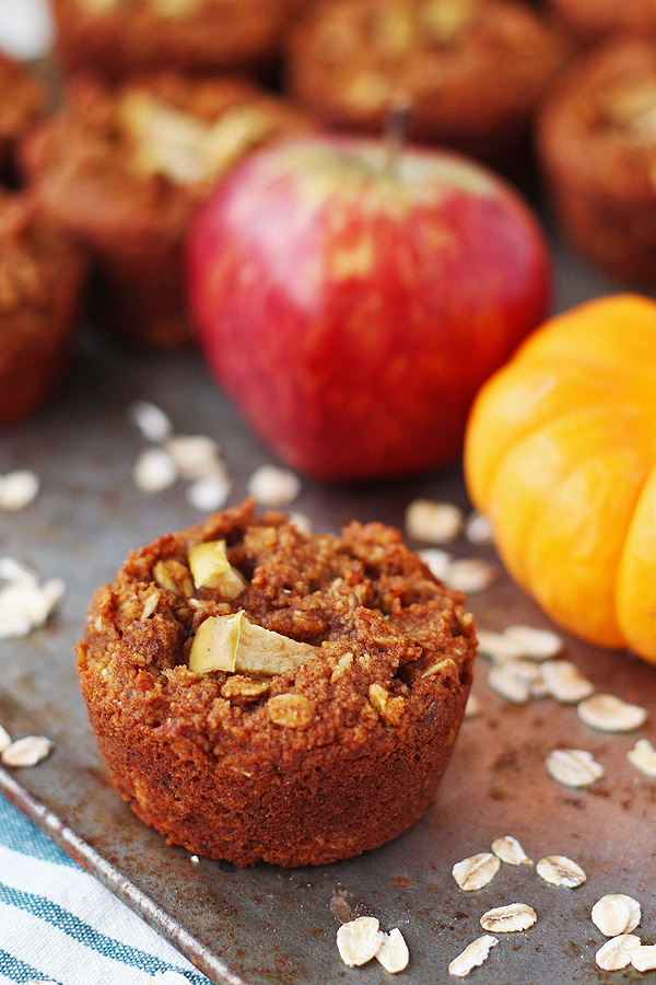 Pumpkin Apple Muffins scream autumn. Gluten free, dairy free and vegan. So easy to make and super yummy! | tiaskitchen.com/pumpkin-apple-muffin-recipe-gluten-free-dairy-free-vegan
