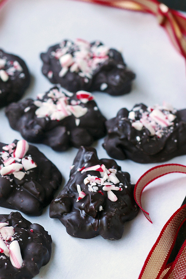 Peppermint, Hazelnuts and CHOCOLATE! You won't be able to stop eating them! These clusters are so easy to make and eat. Makes great gifts, too. | tiaskitchen.com/peppermint-hazelnut-clusters
