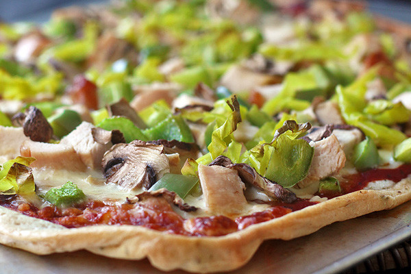gluten free pizza with chicken, pepperoncinis, mushrooms and green peppers.