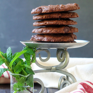 Amazing Chocolate Chocolate Chip Mint Cookies. They are #vegan and #glutenfree. And so, so good. | tiaskitchen.com/chocolate-chocolate-chip-mint-cookies