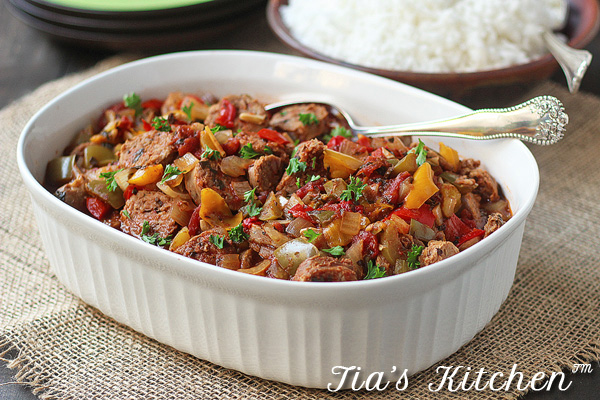 Wonderful and super easy Slow Cooker Sausage and Peppers. Throw it all in before you leave the house, and come home to a great dinner. | tiaskitchen.com/slow-cooker-sausage-and-peppers-slow-cooker-recipe